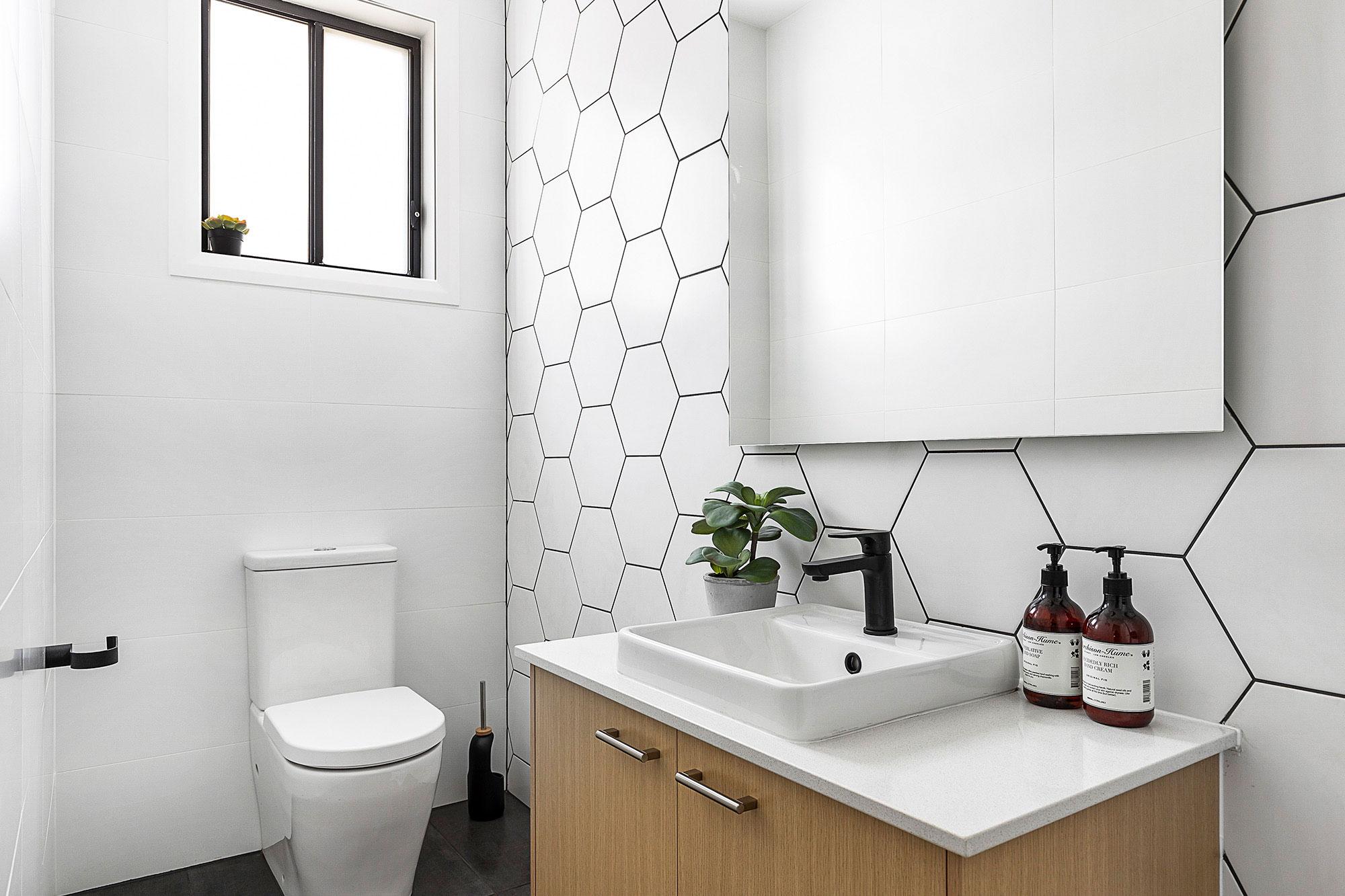 hallharthomes-bathroom-001-2000x1333